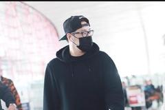 潘玮柏身穿黑色连帽卫衣内搭黑色T恤现身 一身黑衣打扮酷劲十足