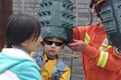 皮出新高度!4岁男童头卡编钟,消防员叔叔都惊呆了!