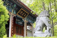 我国北方,绝大多数庙堂大门是朝南开的,为什么崂山太清宫朝东开