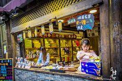 成都旅游必打卡的地方,这一条文化美食街免门票,总是挤满了游客
