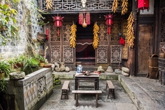 重庆乌江边有座传奇土司楼,主人曾对异姓享有初夜权!