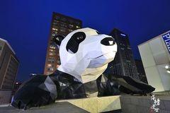 成都最繁华的一条路,每天游客众多,标志是可爱的网红大熊猫