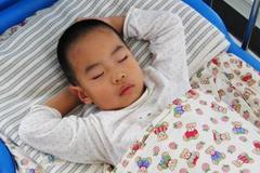劝告:孩子睡前,再饿也别吃这5种食物,影响智力,更影响长个!