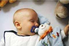 安抚奶嘴影响宝宝发育?医生说掌握这四个要点放心使用