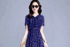 """夏天最流行穿""""碎花裙"""",精致优雅又迷人,适合35-55岁女人"""