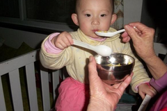 忠告:夏天最好别给孩子喝这3种汤,容易积食爱生病,家长别大意