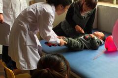 6岁男娃脾虚发育停止,儿科医生查明原因,怒斥家长:不配做父母
