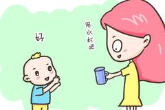 两岁的娃还在吸奶瓶?别找借口,这个年龄还没戒奶瓶的,危害很大