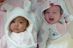 双胞胎女儿却还要拼二胎,二胎出生后,这个惊喜让妈妈很难接受