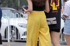 """街拍美女:微胖的妹子别穿热裤,如今""""香蕉裤""""超惹眼,十级显瘦"""