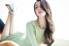 迪丽热巴和CICI项偞婧撞衫BURBERRY巴宝莉2019春季新款连衣裙各有味道!