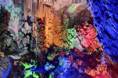全球唯一的湖泊岛屿溶洞,曾是太上老君洞府,里面还建有清代古庙