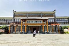 湖南建了一个为亚洲第一世界第二的水库大坝,全市20%都是移民