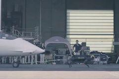 意大利机械狗挑战美国波士顿狗,一只拉动飞机,腿力惊人!