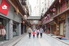 情歌故里的跑马山下有座溜溜城,被誉为川藏线上的锦里