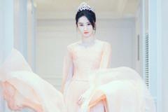 """刘亦菲一袭""""裸粉纱裙""""现身,美得让人认不出,气质超好"""