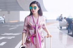 范冰冰现身机场,一身粉色造型很惊艳,网友:气质真好