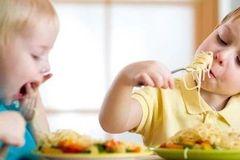 胃真的会越撑越大,越饿越小?这3大习惯很伤胃,再不改就晚了