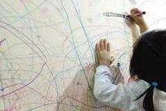 小孩在墙上乱涂乱画,教你不用一滴水,就能轻松去除各种笔迹污渍