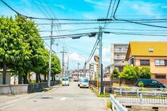 日本经济发达,为何街头都是电线杆?中国游客:穷