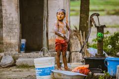 中国摄影师走进塔鲁族村落:尼泊尔人真的幸福吗?