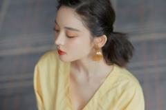 娜扎鹅黄连衣裙小秀性感,温柔中带着冷艳,这是哪来的人间仙子