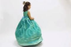 一位设计师爸爸给女儿设计的变身公主裙,太梦幻了!网友:超有爱