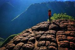 """丽江老君山奇观,千万只""""红乌龟""""爬上山,游客都得赤脚上去"""