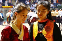 """热贡""""六月会""""上有些看似""""血腥""""的藏族民俗为何仍被传承?"""