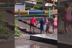 六岁脑瘫男童,跟朋友一起玩却忽然犯病,接下来朋友的举动暖化了