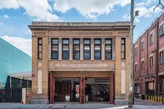 消防站改造的精品酒店,每一间房的设计都很有特色