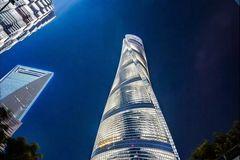 中国最高的空中书店火了!海拔239米,有5个篮球场大,排队3小时都进不去
