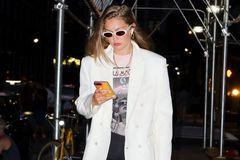 超模吉吉??哈迪德现身纽约街头,她有着特别的时尚