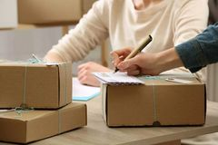 怎么从英国寄包裹回国?你想要的答案都在这里!