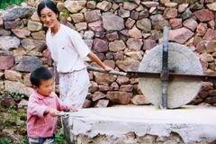27岁重庆妹子化妆成蒙娜丽莎, 狂吸60万粉,震撼《每日邮报》, 卸妆后模样??????