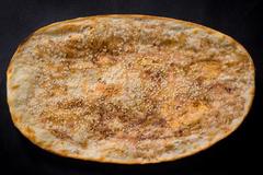 武汉全靠回头客的锅盔小摊,满满的葱香,表面刷一层香辣酱