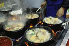 西安32年砂锅老店,夫妻自创53种砂锅,想得到的都能在这吃到