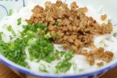 广东梅州客家珍珠粉,纯大米制作而成,拌上肉碎咸香顺