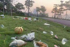 """中秋过后南宁邕江边变成""""垃圾场"""",环卫工人5小时清出19吨垃圾!"""