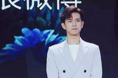 27岁肖战与27岁李现同穿蓝西装耍帅,网友:差距一目了然!