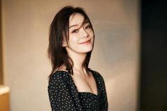 马甲线女王袁姗姗再秀好身材,穿波点裙配细高跟,32岁美似少女