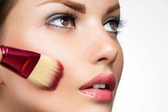 想要完美妆容,但很多女生用错了底妆方法,实用底妆技巧来了
