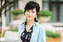 赵雅芝穿短外套配拼接半身裙,65岁还优雅得像幅画,网友:羡慕