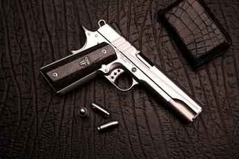 <b>轻武器欣赏系列,手枪中的万人迷,当然少不了它了</b>