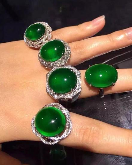 美极了 不一样的金镶玉翡翠戒指