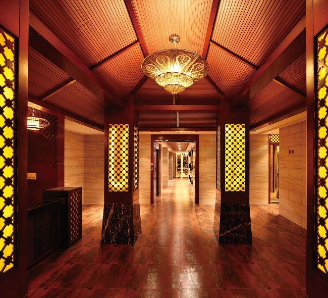 宴会厅:利用建筑本身的酒店设计空间高度,借势营造出庄重气派的大图片