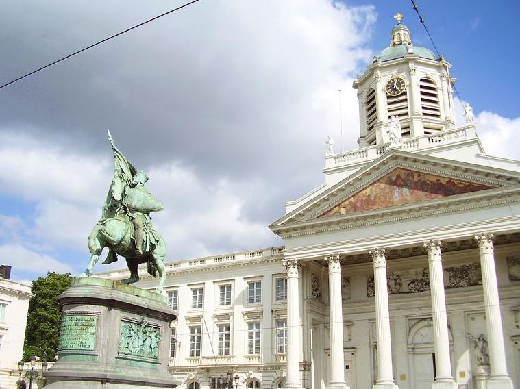 比哈尔滨还小的国家,它的首都却深藏不露