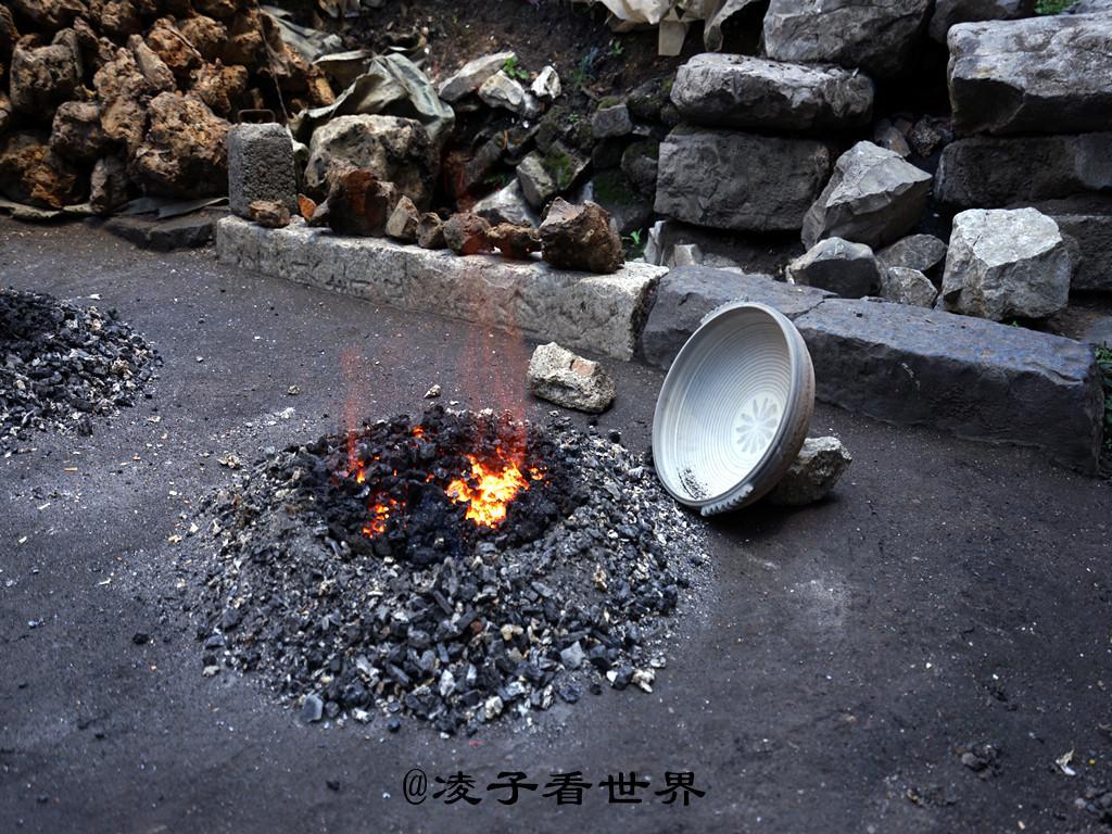 游走在织金古老的小城,见证最原始的砂锅出炉