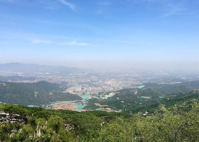 千灵山真是个登高好去处,适合不同情况的人群.年轻人可以选择从戒