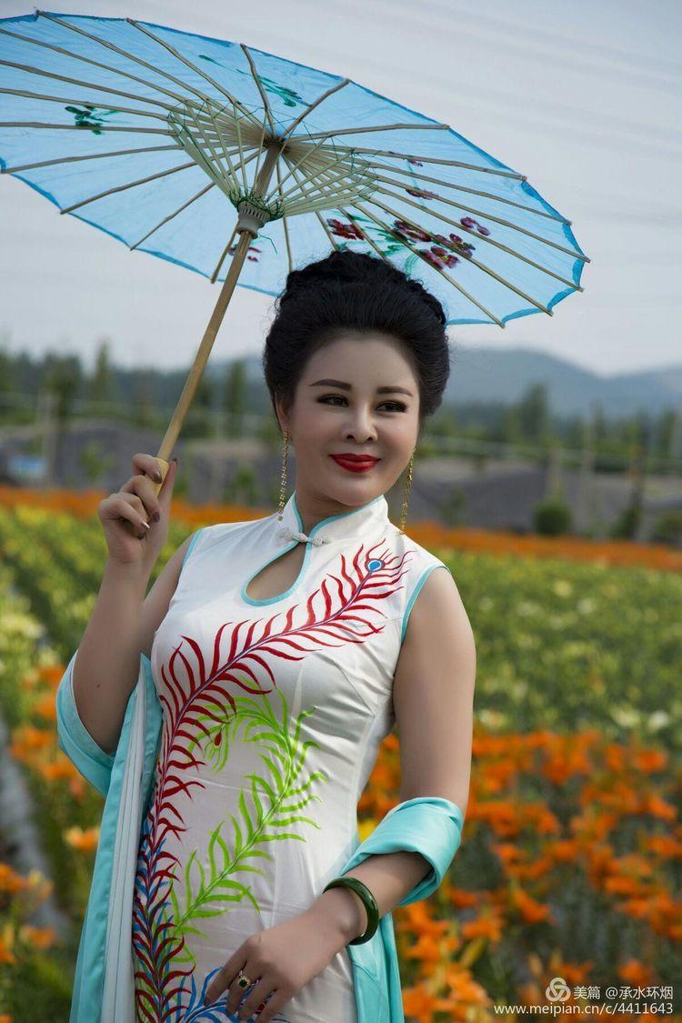 枣庄薛城龙润生态园旗袍走秀,引众多游客观光